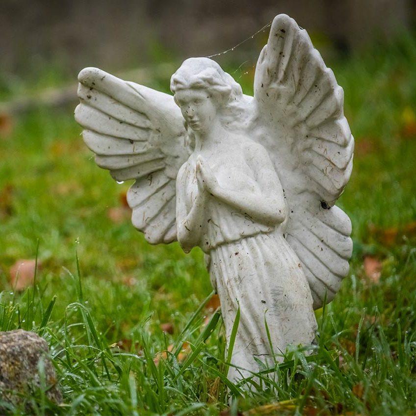 Hamvasztásos vagy koporsós temetés
